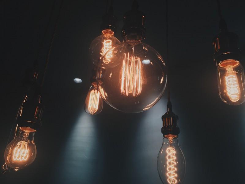 HOW DO I CHOOSE AN LED LIGHT BULB?